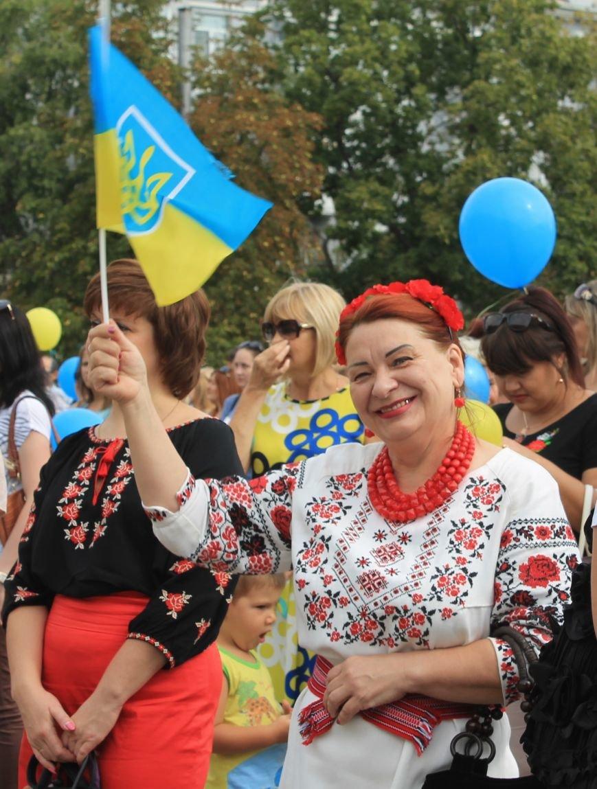 День независимости Украины бахмутчане начали с исполнения гимна и почтили память погибших героев (ФОТО), фото-3
