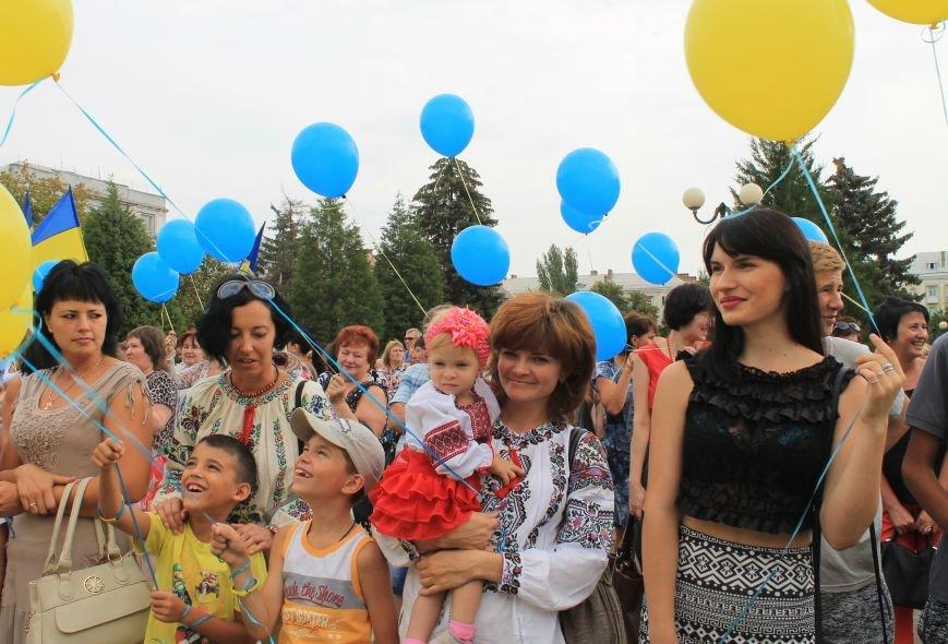День независимости Украины бахмутчане начали с исполнения гимна и почтили память погибших героев (ФОТО), фото-7