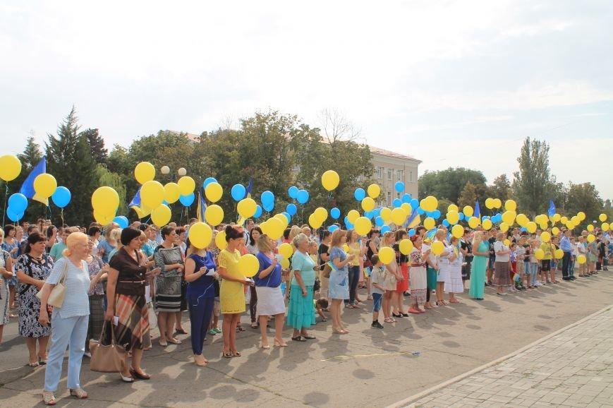 День независимости Украины бахмутчане начали с исполнения гимна и почтили память погибших героев (ФОТО), фото-1