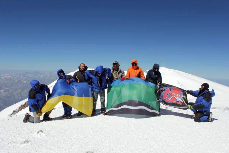 Альпинисты из Доброполья покорили Эльбрус, фото-1