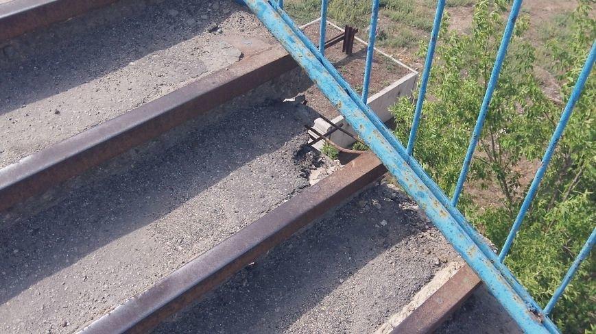 Пешеходный мост в Мелитополе рушится на глазах, фото-9