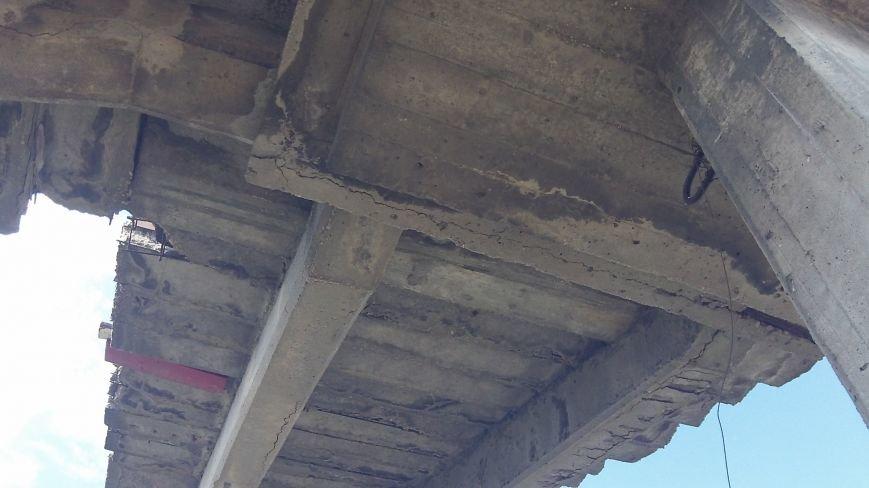 Пешеходный мост в Мелитополе рушится на глазах, фото-16