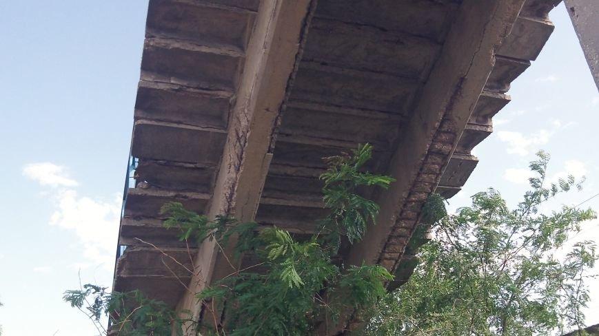 Пешеходный мост в Мелитополе рушится на глазах, фото-6