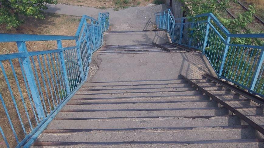 Пешеходный мост в Мелитополе рушится на глазах, фото-1