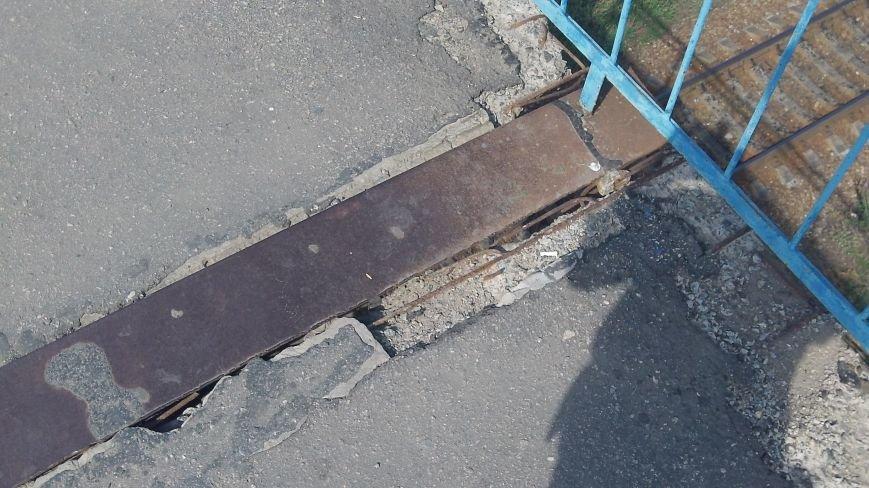 Пешеходный мост в Мелитополе рушится на глазах, фото-11