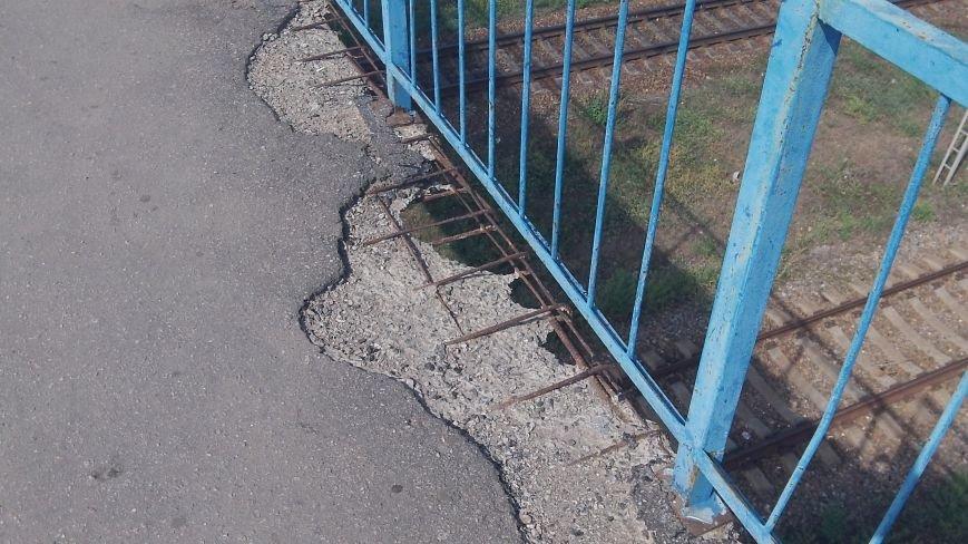 Пешеходный мост в Мелитополе рушится на глазах, фото-12