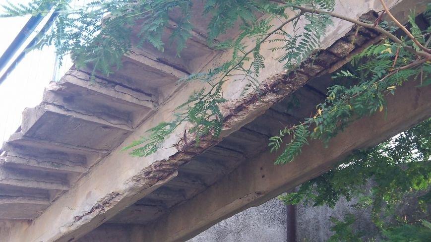 Пешеходный мост в Мелитополе рушится на глазах, фото-5