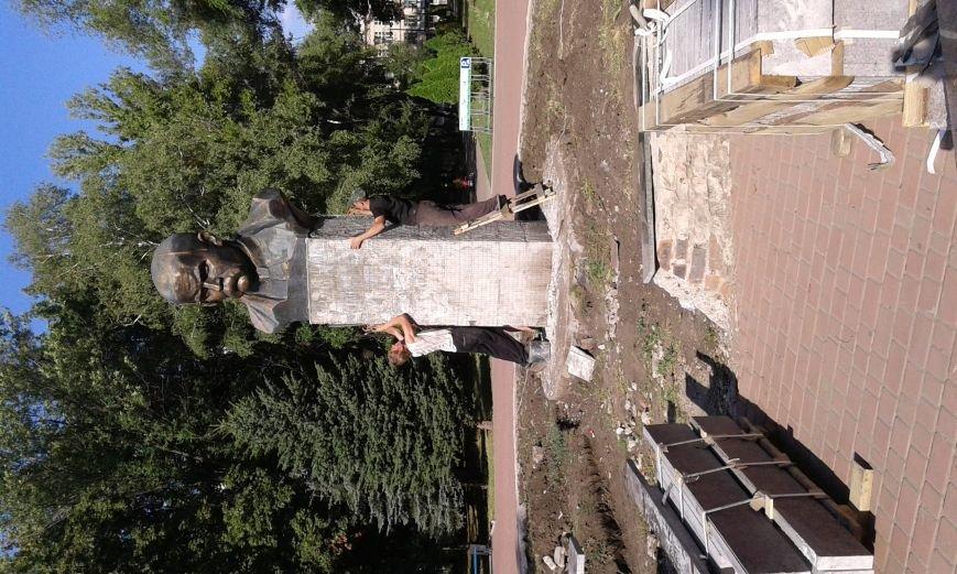 В Авдеевке презентовали отреставрированный памятник  Великому Кобзарю (ФОТО), фото-3