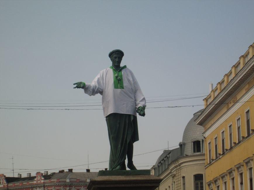 Одесситы одели Дюка в вишиванку (ФОТО), фото-9