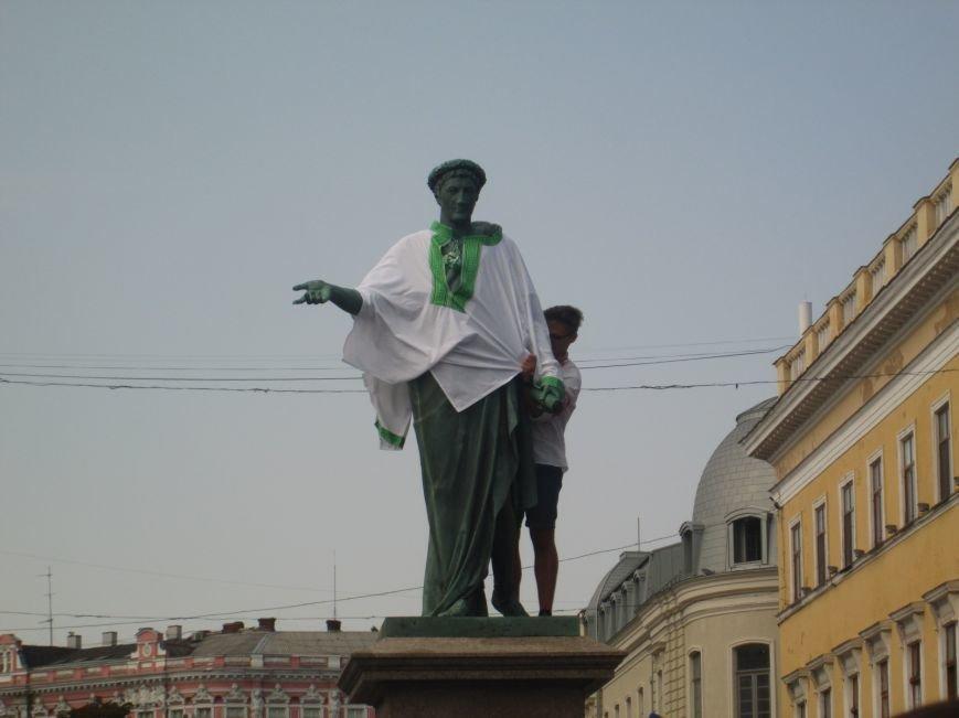 Одесситы одели Дюка в вишиванку (ФОТО), фото-8