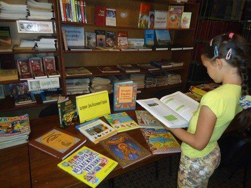 В библиотеках Авдеевки  проходят тематические выставки ко Дню Независимости Украины (ФОТО), фото-1