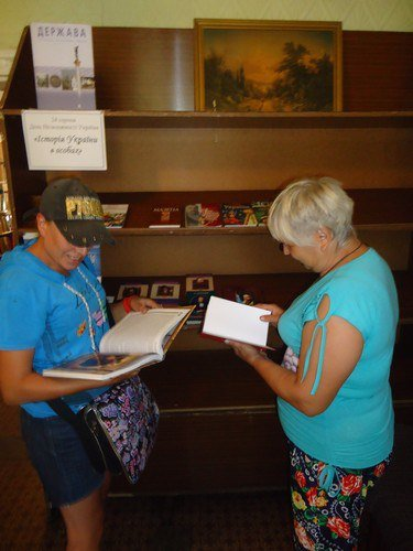 В библиотеках Авдеевки  проходят тематические выставки ко Дню Независимости Украины (ФОТО), фото-2