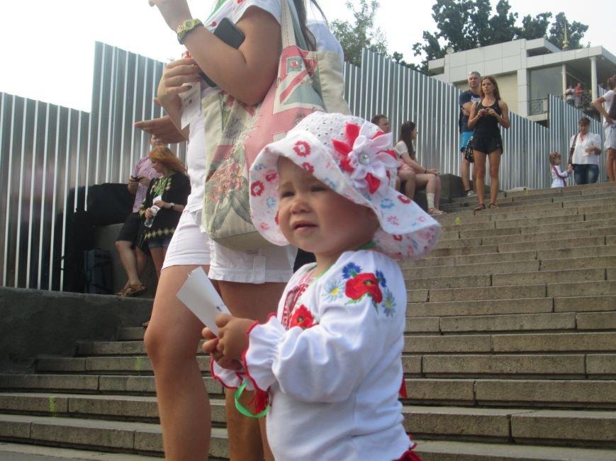 В Одессе на Потемкинской лестнице собралось рекордное количество украинцев в вишиванках (ФОТО, ВИДЕО), фото-6