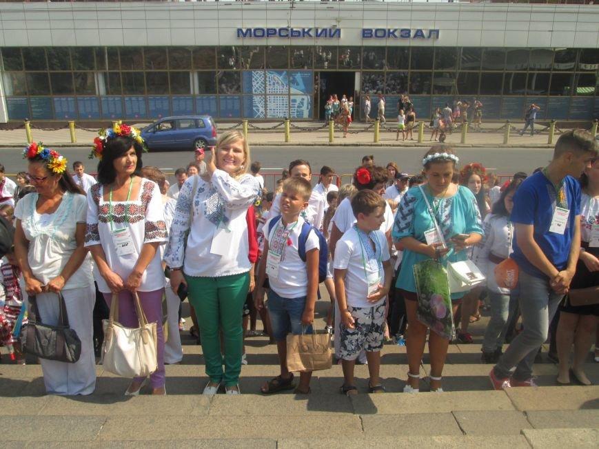 В Одессе на Потемкинской лестнице собралось рекордное количество украинцев в вишиванках (ФОТО, ВИДЕО), фото-7