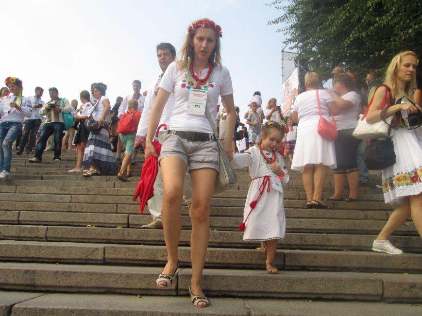 В Одессе на Потемкинской лестнице собралось рекордное количество украинцев в вишиванках (ФОТО, ВИДЕО), фото-4