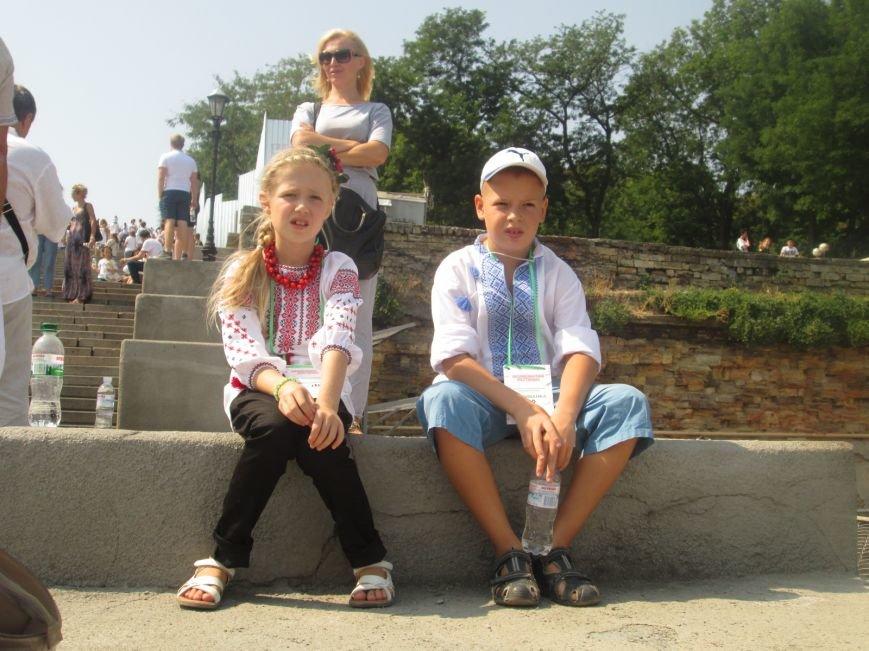 В Одессе на Потемкинской лестнице собралось рекордное количество украинцев в вишиванках (ФОТО, ВИДЕО), фото-9
