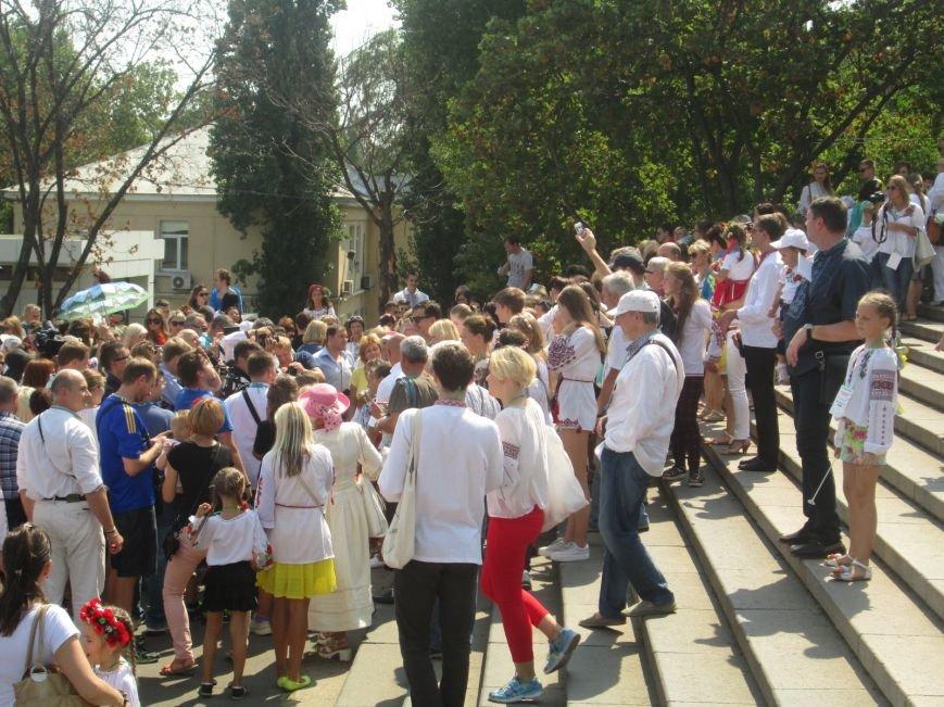 В Одессе на Потемкинской лестнице собралось рекордное количество украинцев в вишиванках (ФОТО, ВИДЕО), фото-17