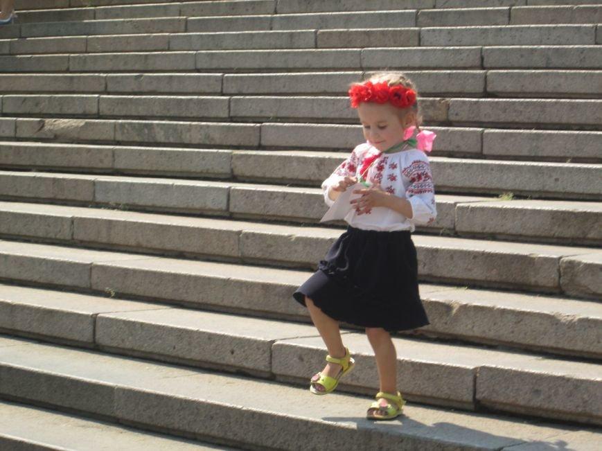 В Одессе на Потемкинской лестнице собралось рекордное количество украинцев в вишиванках (ФОТО, ВИДЕО), фото-12
