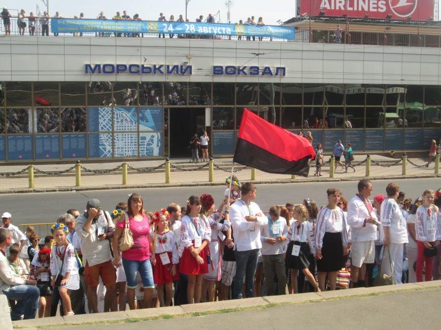 В Одессе на Потемкинской лестнице собралось рекордное количество украинцев в вишиванках (ФОТО, ВИДЕО), фото-8