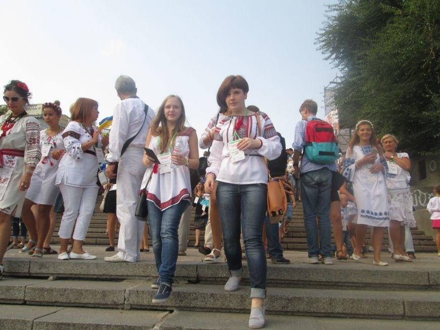В Одессе на Потемкинской лестнице собралось рекордное количество украинцев в вишиванках (ФОТО, ВИДЕО), фото-3