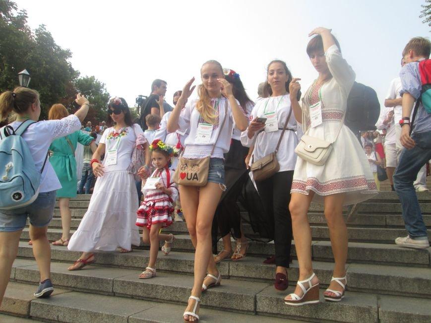 В Одессе на Потемкинской лестнице собралось рекордное количество украинцев в вишиванках (ФОТО, ВИДЕО), фото-2