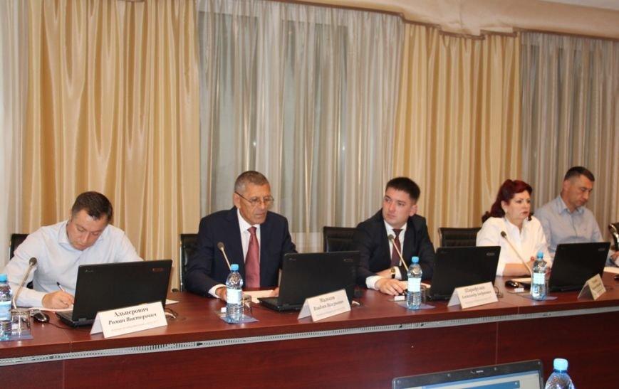 Мэру Южно-Сахалинска поручили провести проверку изменений Правил землепользования и застройки, фото-1