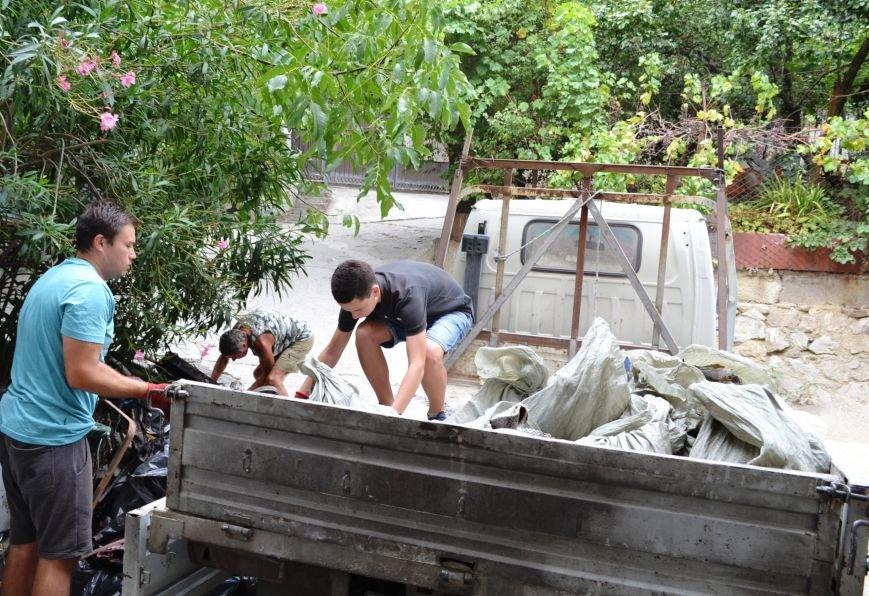 Семье погорельцев из Гаспры продолжает поступать помощь, фото-1