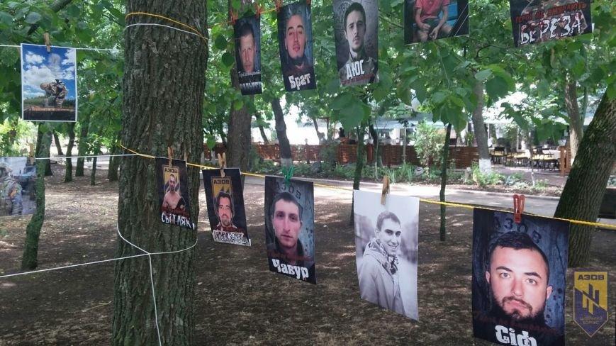 В Бердянске провели фотовыставку, посвященную бойцам полка «АЗОВ», фото-4