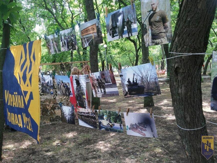 В Бердянске провели фотовыставку, посвященную бойцам полка «АЗОВ», фото-1