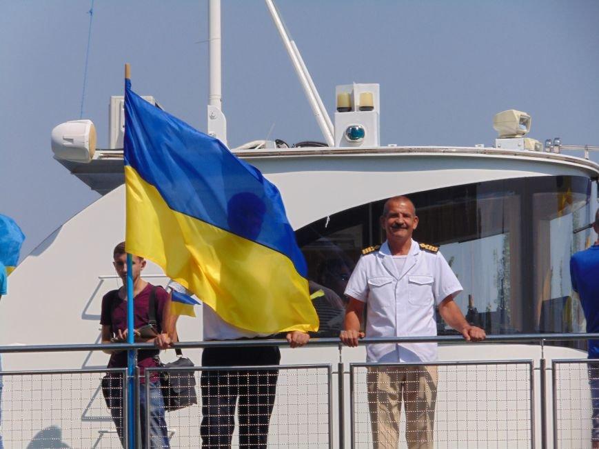 На День Независимости в Николаеве воды Южного Буга и Ингула заполнили 730 флагов Украины (ФОТОРЕПОРТАЖ), фото-2