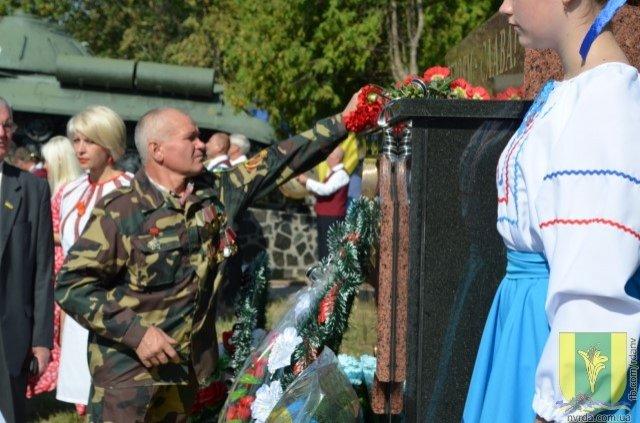 У Новограді-Волинському загиблим воїнам АТО відкрили нову стелу, фото-4