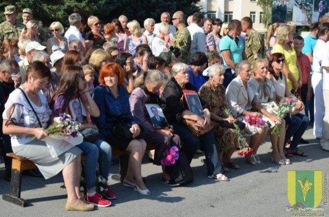У Новограді-Волинському загиблим воїнам АТО відкрили нову стелу, фото-2