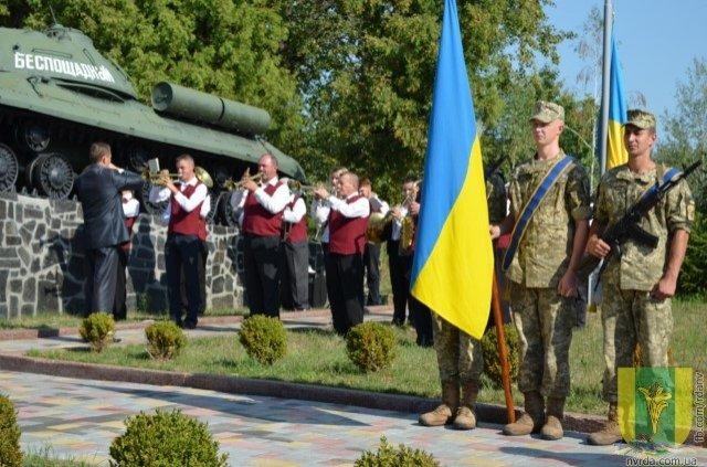 У Новограді-Волинському загиблим воїнам АТО відкрили нову стелу, фото-3