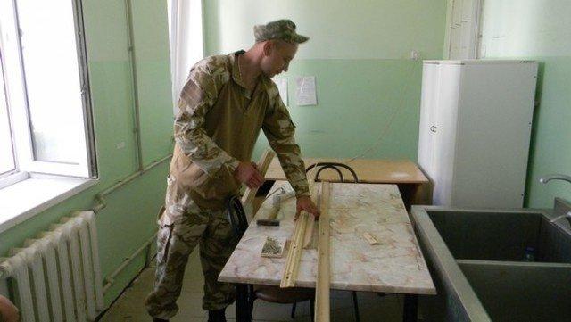 Военнослужащие помогли Соледарской ОШ №14 подготовиться к новому учебному году, фото-2