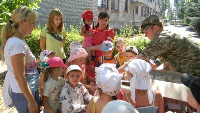 Военнослужащие помогли Соледарской ОШ №14 подготовиться к новому учебному году, фото-3
