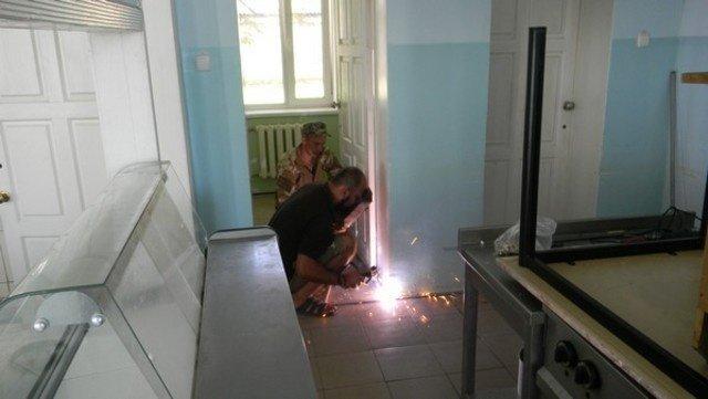 Военнослужащие помогли Соледарской ОШ №14 подготовиться к новому учебному году, фото-1