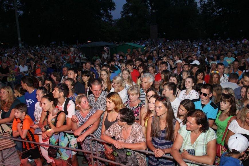 Выступление дуэта «НеАнгелы» венчало  концерт на праздновании Дня независимости в Бердянске, фото-1