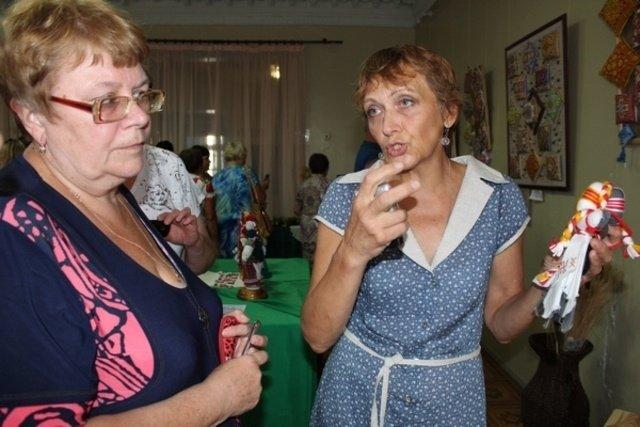 В Бахмуте заработала выставка «Чудо из теплых ладоней», фото-1