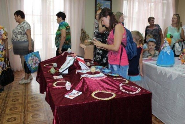 В Бахмуте заработала выставка «Чудо из теплых ладоней», фото-2