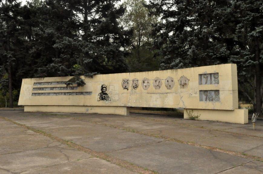 В Запорожье на декоммунизированной стеле изобразили Шевченко в форме бойца АТО, - ФОТОФАКТ, фото-1