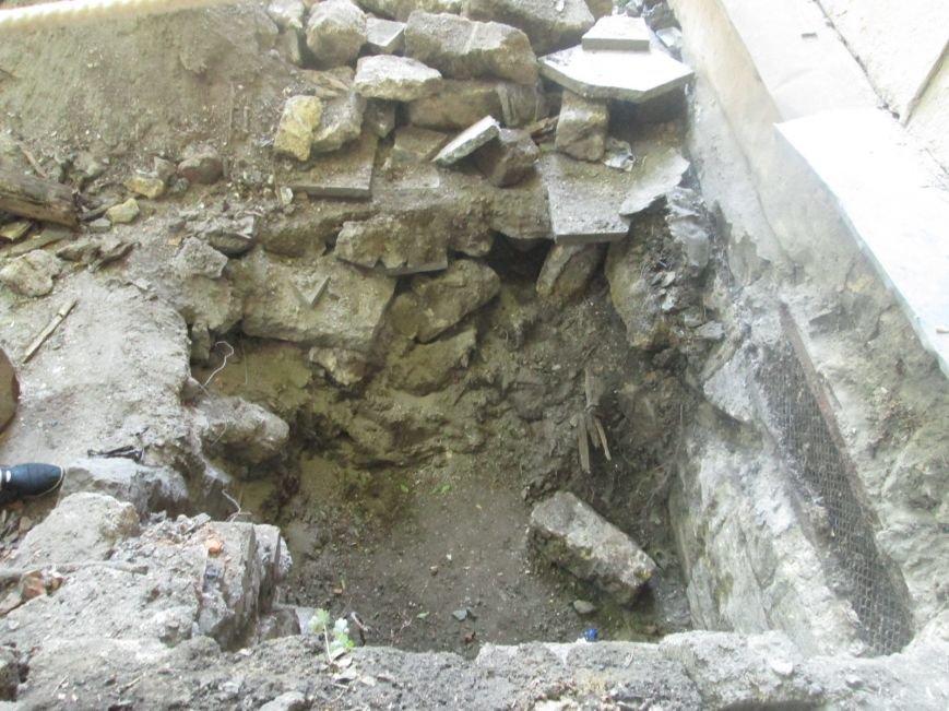 В центре Одессы рабочие сломали историческое крыльцо (ФОТО), фото-7