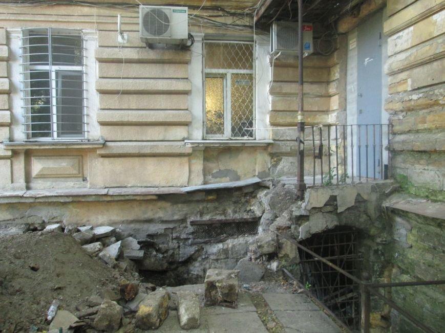 В центре Одессы рабочие сломали историческое крыльцо (ФОТО), фото-4