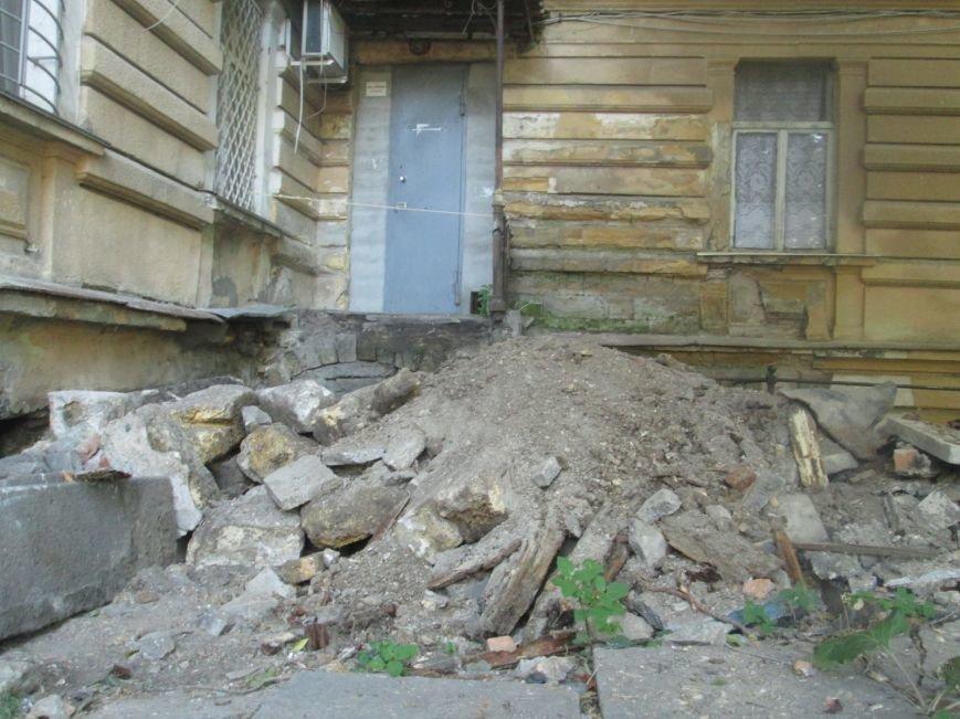В центре Одессы рабочие сломали историческое крыльцо (ФОТО), фото-2