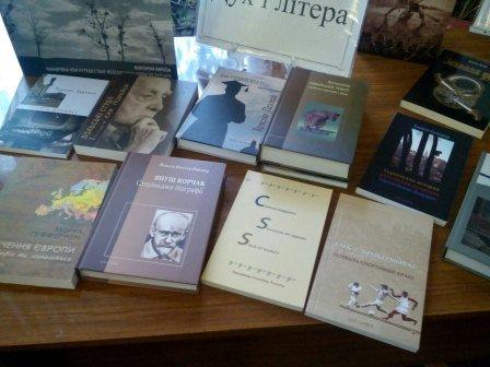Поэты подарили мариупольским библиотекам книги и устроят марафон (ФОТО), фото-2