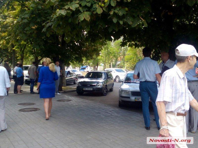В Николаеве неизвестные в масках  расстреляли автомобиль клиентов банка ВТБ (ФОТО), фото-3