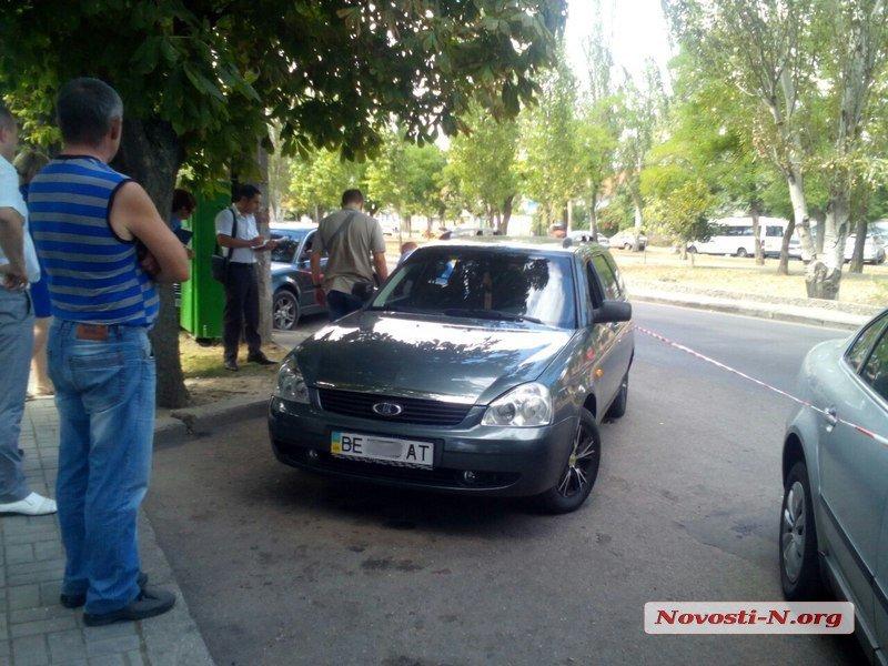 В Николаеве неизвестные в масках  расстреляли автомобиль клиентов банка ВТБ (ФОТО), фото-1