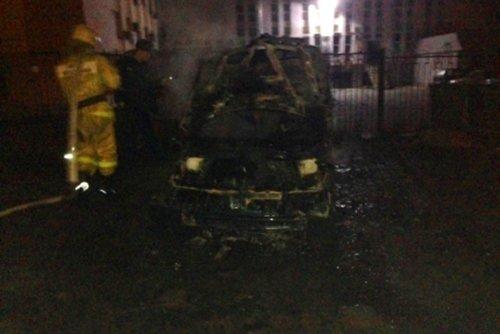 В Белгороде неизвестные подожгли иномарку, фото-1