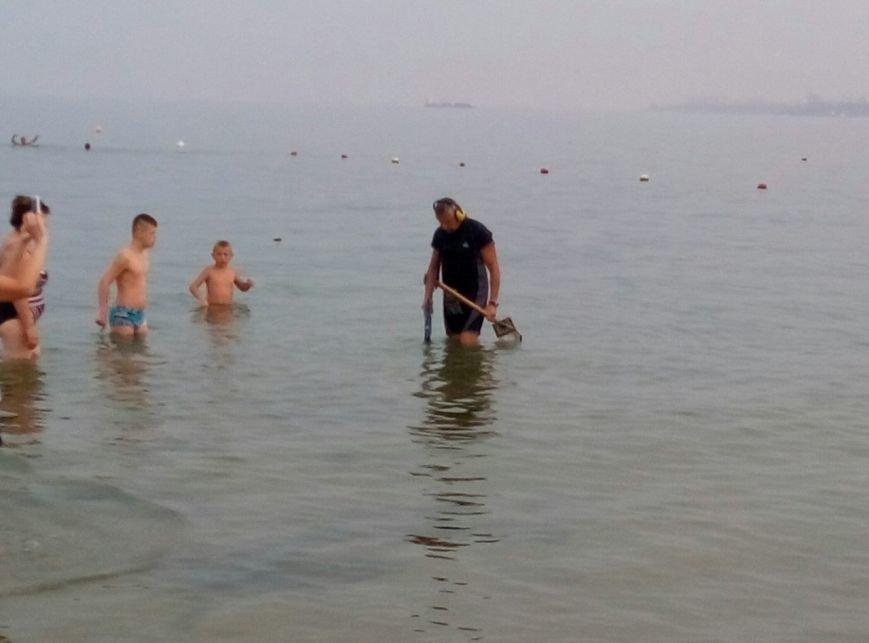 Вы колечко не теряли? На одесские пляжи вышли золотоискатели (ФОТО), фото-1