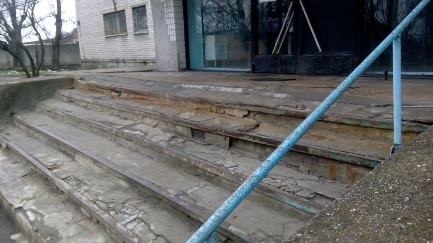 Крыльцо ждбольницы перед ремонтом