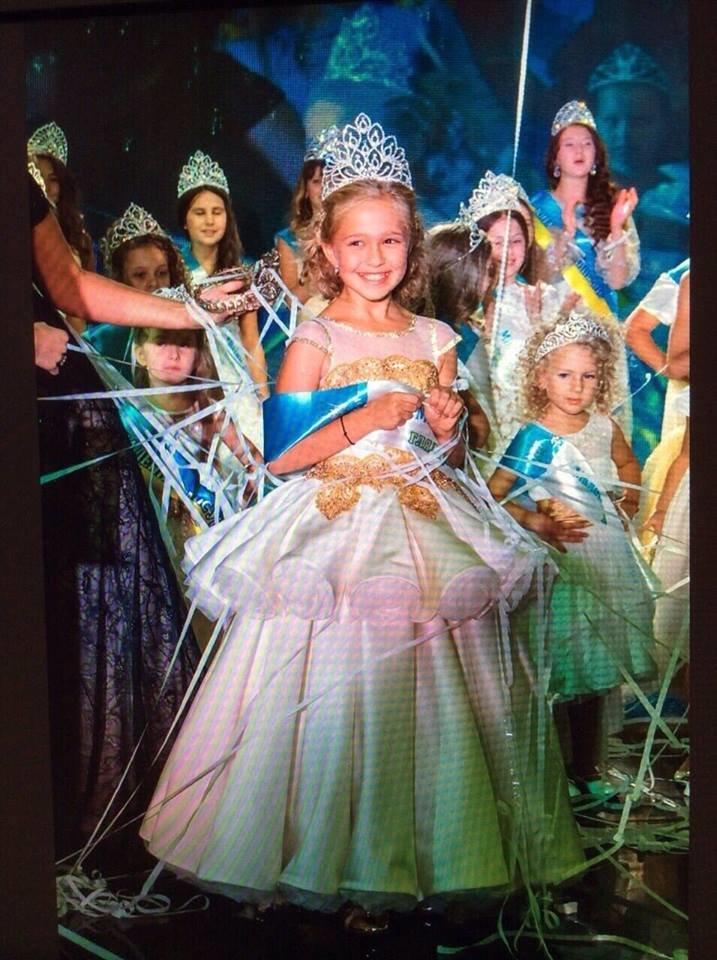 Успіх! Маленька закарпатка  Якимець Анна перемогла у всеукраїнському конкурсі краси «Міні Міс України 2016».